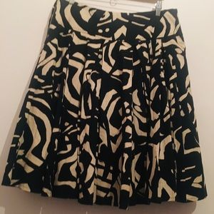 ❤️H&M skirt Black & White  size 14 Fully lined